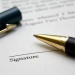 Voor het rechtsgeldig tot stand brengen van contractovername is een akte vereist, opgemaakt tussen overdrager en overnemer